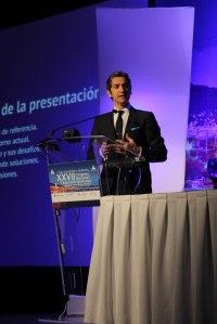 El-Dr-Diego-Bernardini-en-su-conferencia-magistral